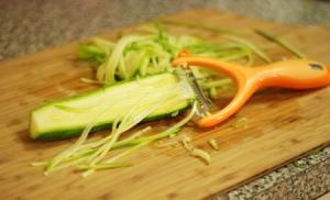 peeling-zucchini